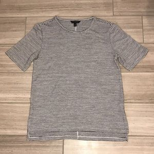 🍁3/$25🍁 BANANA REPUBLIC T-SHIRT